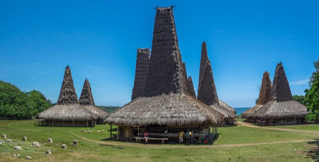Sumba - traditional village at seaside Christian Jansen & Maria Düerkop