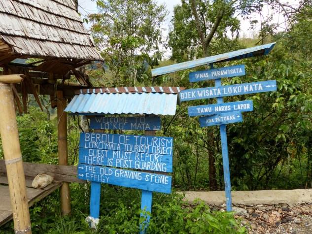 Tana Toraja - street signs for trekkers make the orientation easy Christian Jansen & Maria Düerkop