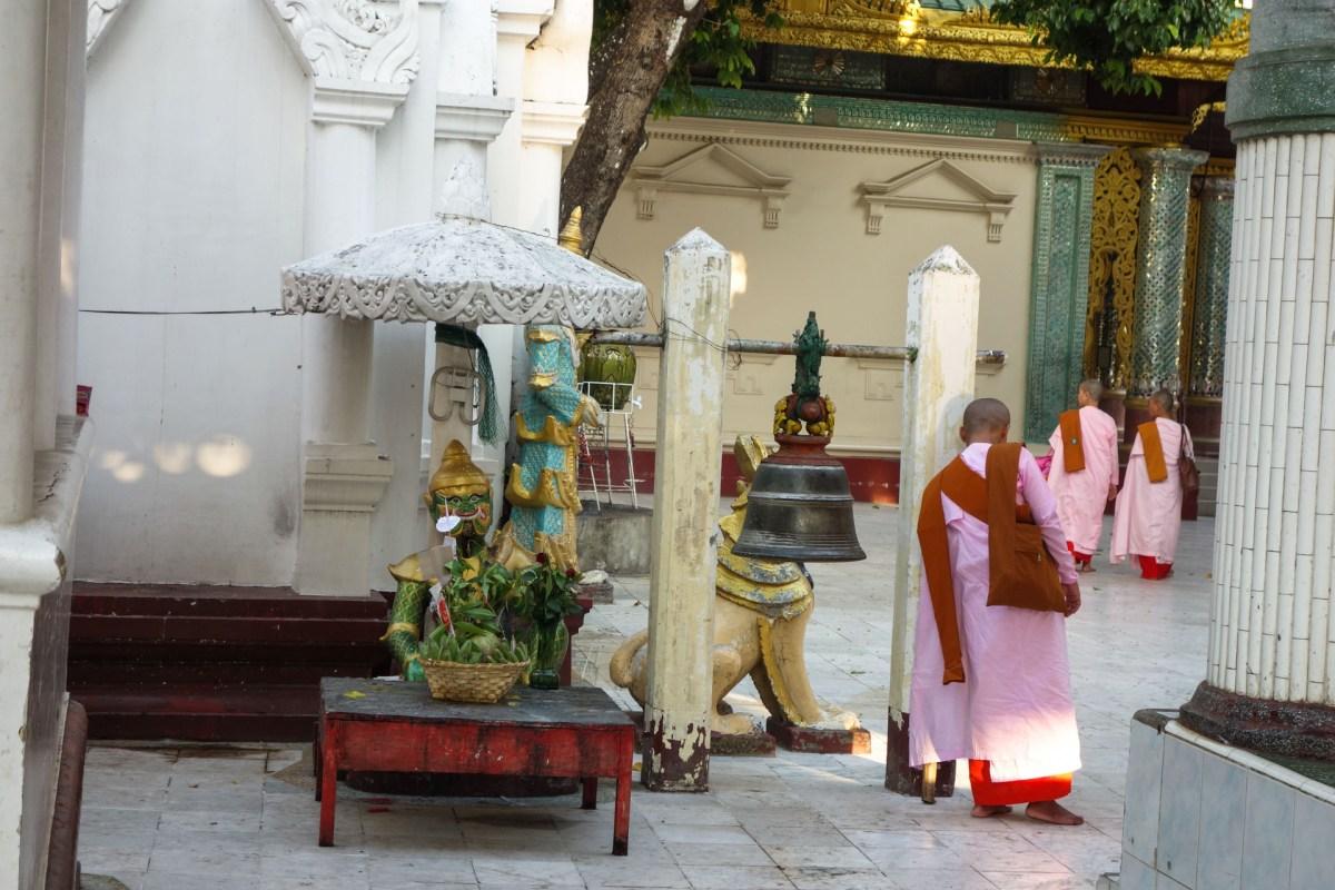 Yangon - Nuns at Shwedagon Pagoda Christian Jansen & Maria Düerkop