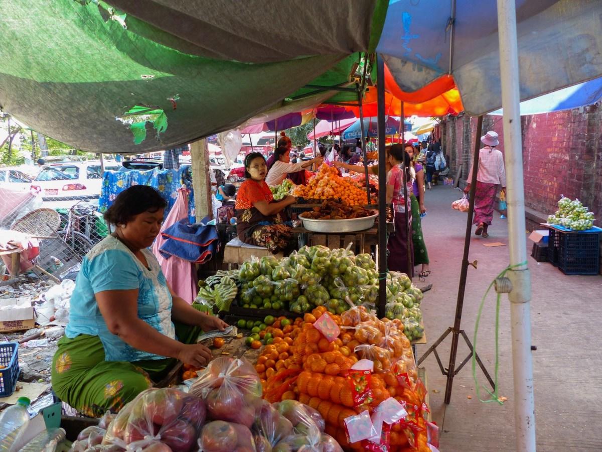 Yangon - Fruit market Christian Jansen & Maria Düerkop