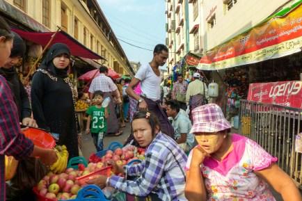 Yangon - Market in the street Christian Jansen & Maria Düerkop