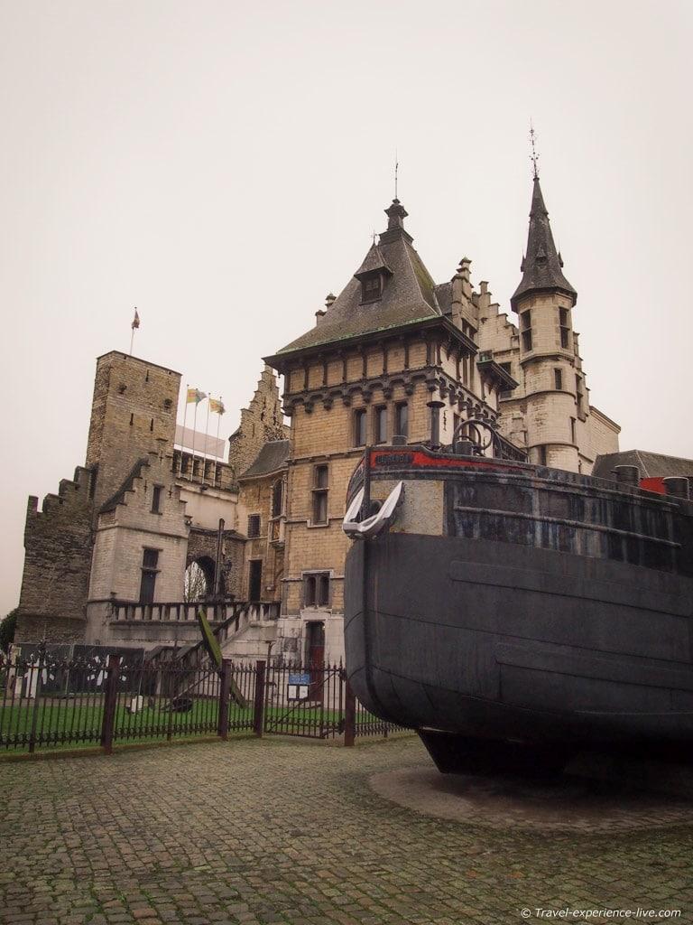 Het Steen and the Antwerp shipyards.