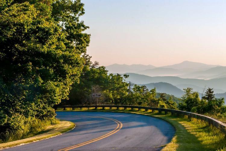 Blue Ridge Parkway in Asheville, North Carolina - Gateway Towns Near National Parks