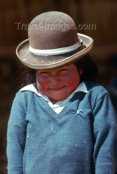 peru15: Cuzco region, Peru: Quechua girl with hat - photo by J.Fekete - (c) Travel-Images.com - Stock Photography agency - Image Bank