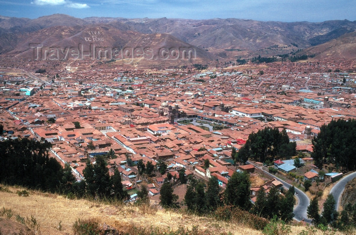peru58:  Cuzco, Peru: the city and the surrounding hills - photo by J.Fekete - (c) Travel-Images.com - Stock Photography agency - Image Bank