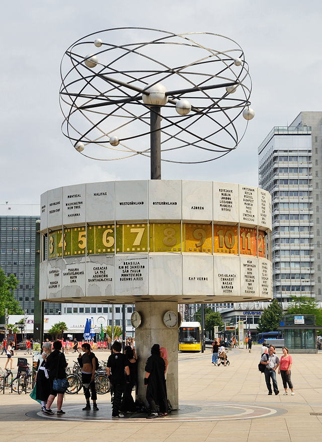 640px-Berlin_-_Weltzeituhr2