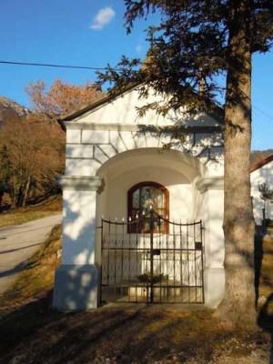 Chapel at hamlet Lozarji