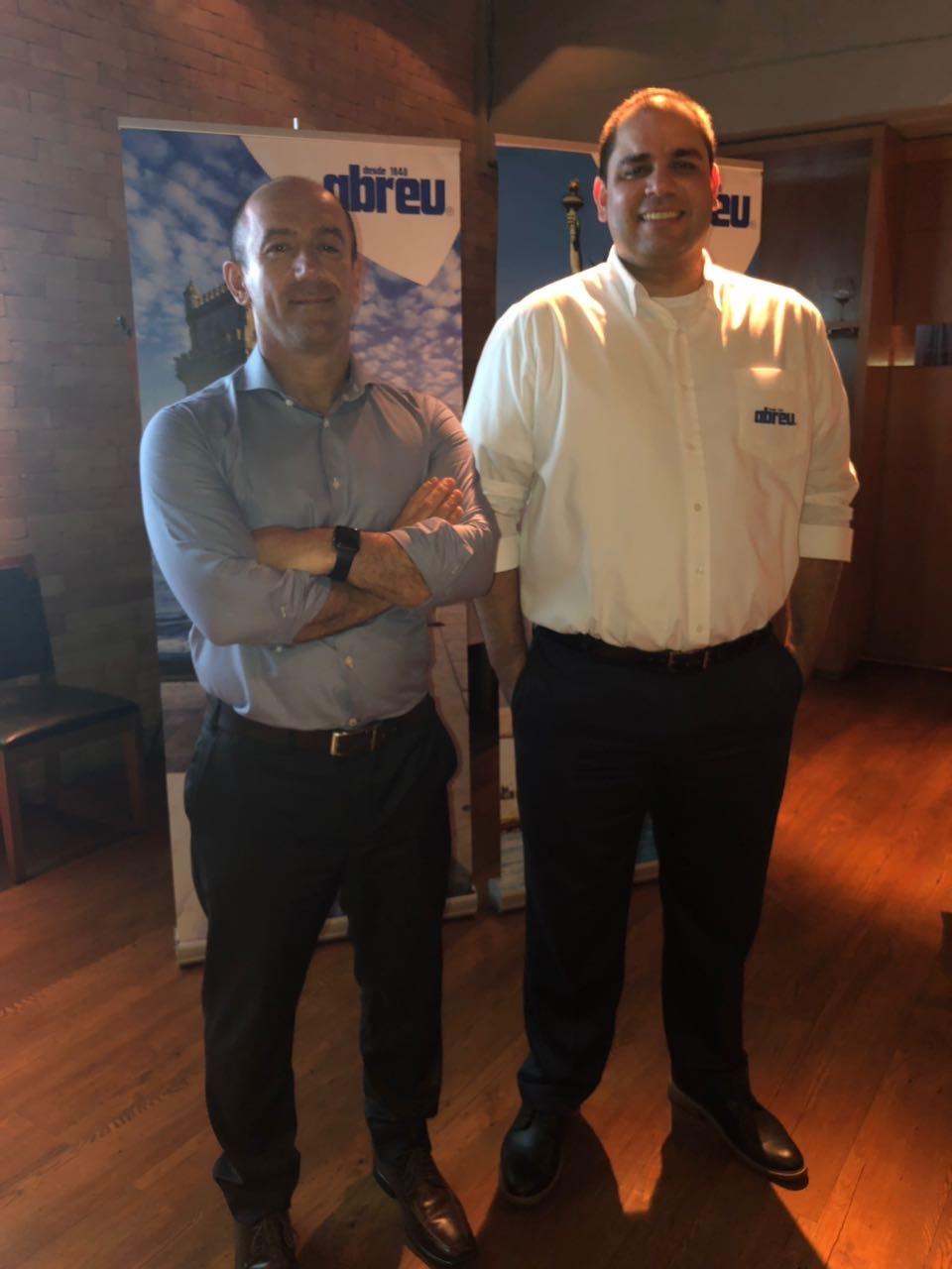 Ronnie Corrêa, diretor geral da Abreu, e Alexandre Silva, gerente regional da operadora, durante evento no Rio de Janeiro