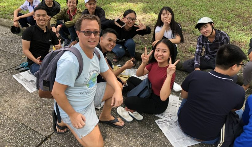 I love meeting new people when traveling - Like these students in Vietnam