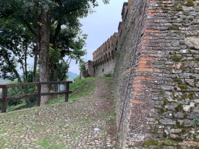 Castelvetro, Modena, city walls