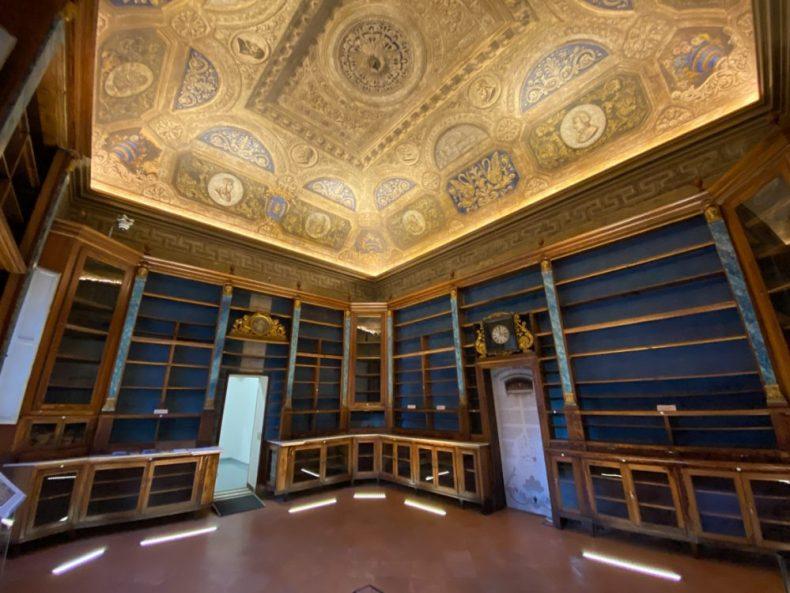 The Historic Pharmacy in Modena (City Center)