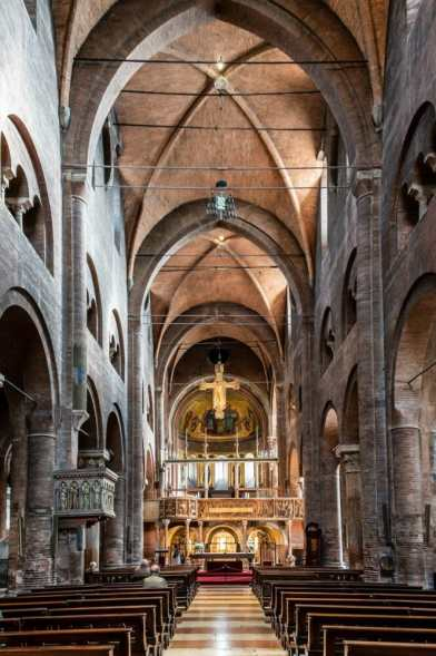 Modena the inside of the Duomo