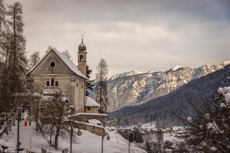 Christmas time in Italy - a photo of the Alps