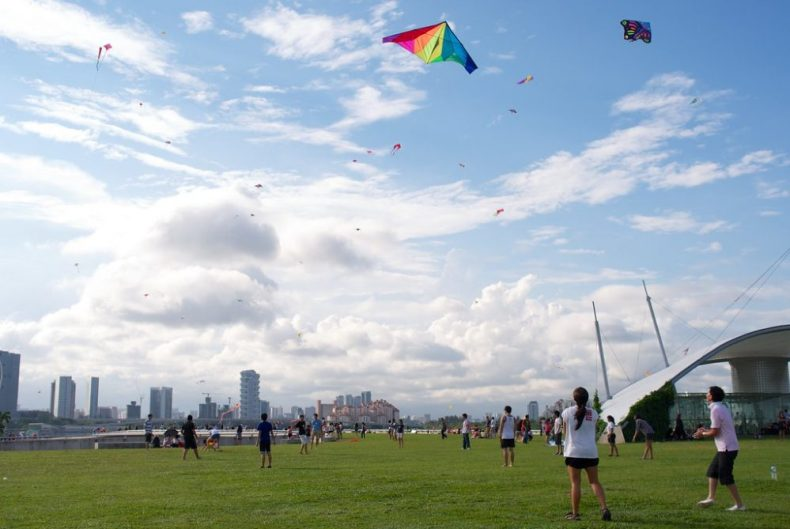 fly a kite at marina barrage is a great way to experience singapore like a local