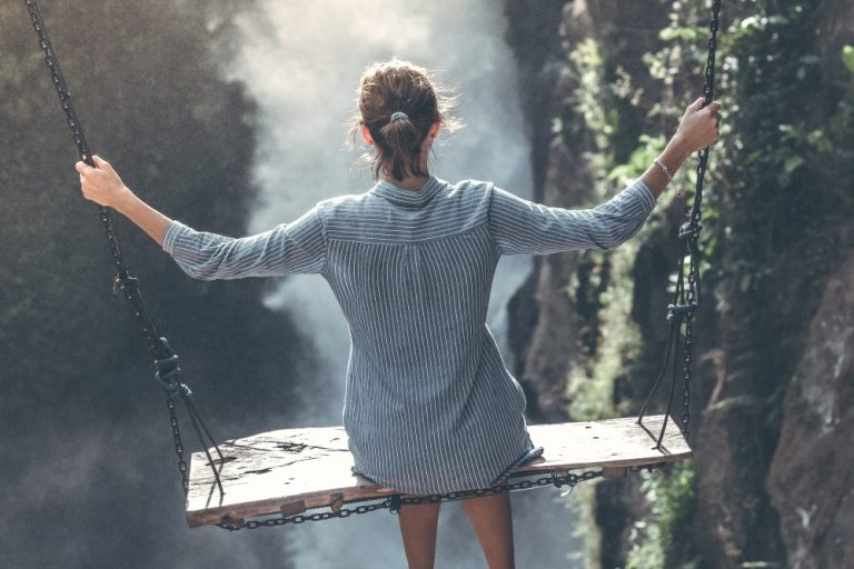 Traveling Solo: Why It's So Hard Meeting People