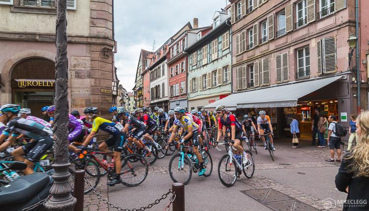 Ciclistas no Tour Alsace 2016
