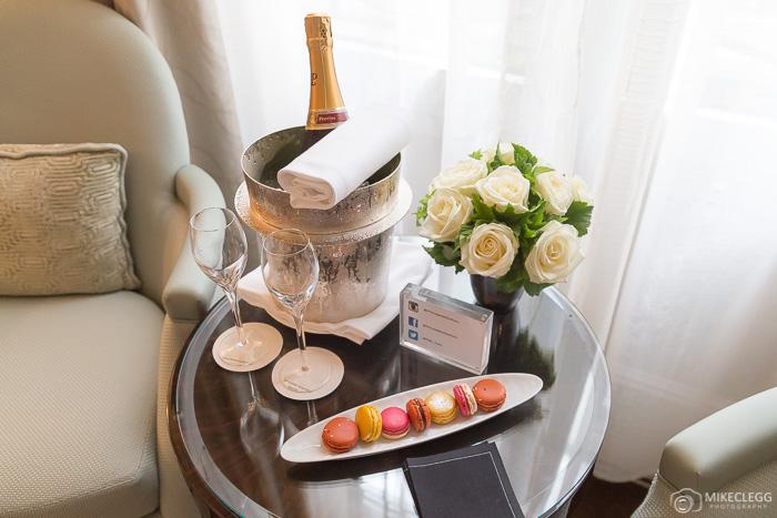 Flores e champanhe no Prince de Galles