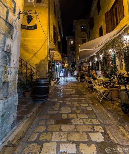 Ruas e ambiente, Kotor à noite