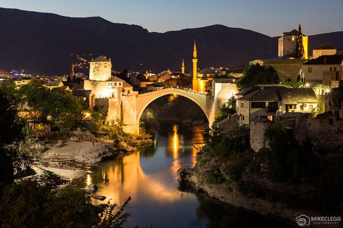 Horizonte de Mostar à noite, Bósnia e Herzegovina