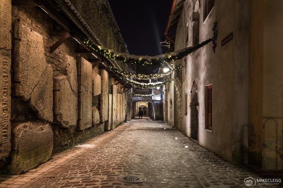 Passagem de Santa Catarina, Tallinn à noite