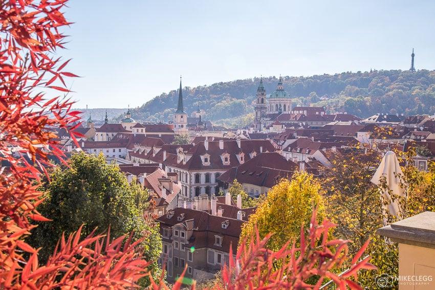 Ao longo de Na Opyši, perto do Castelo de Praga