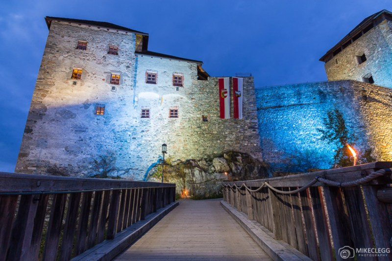 Burg Kaprun à noite