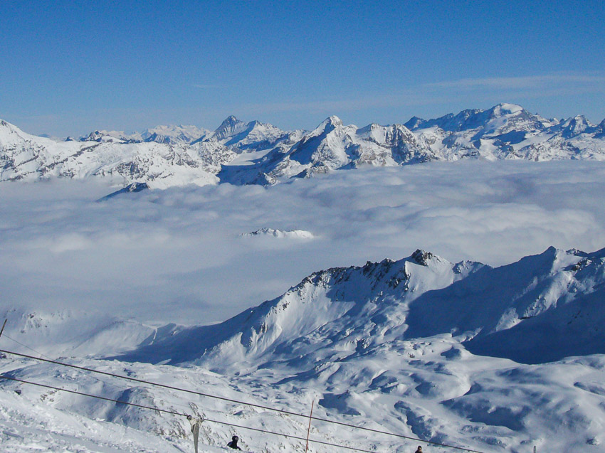 Vistas da montanha da estação de esqui Tignes