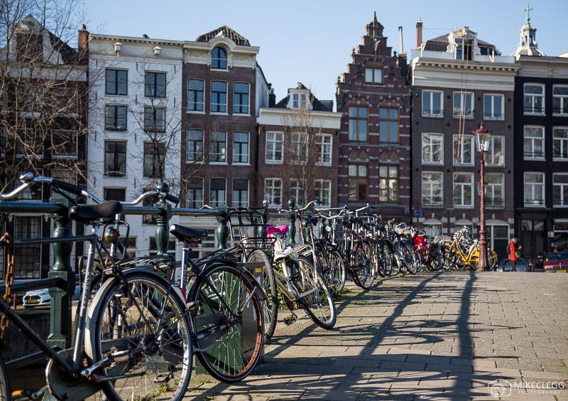 Racks de bicicletas em Amsterdam