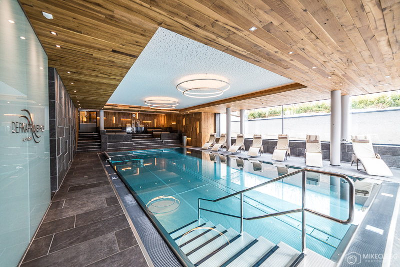 A piscina do Hotel Kaprunerhof na Áustria