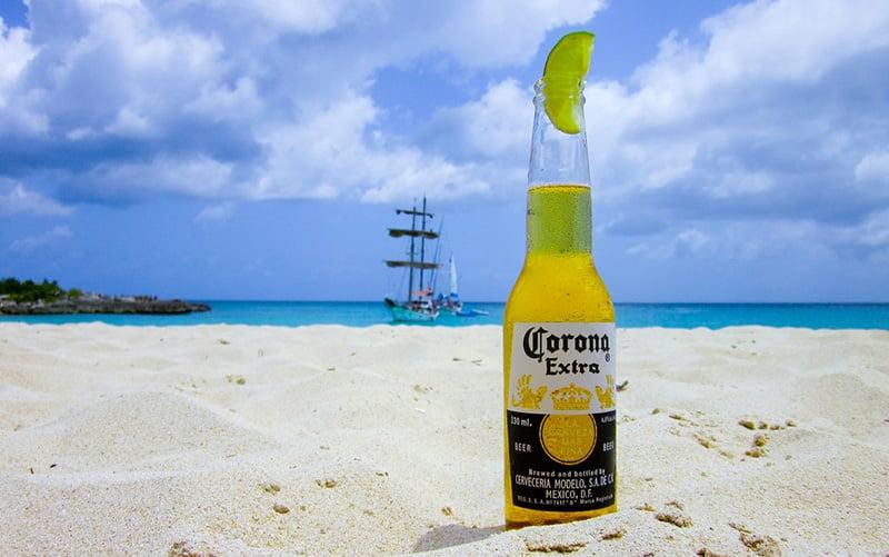 Cerveja na praia - CC0 (Pixabay)