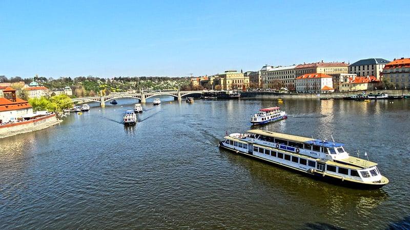 Pragues em Praga