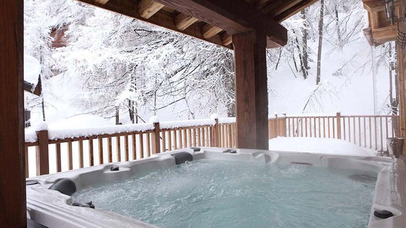 Banheira de hidromassagem no Chalet Madeleine - Val d'Isere - © Skiworld