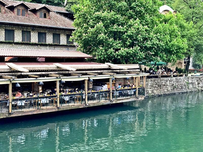 Restaurante ao lado do Canyon Matka