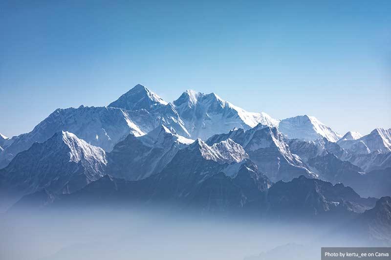Vista distante do Monte Everest