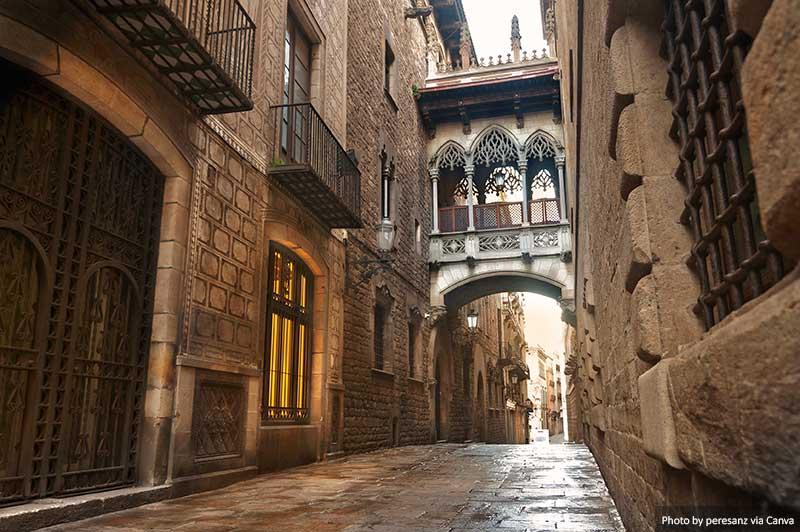 Carrer del Bisbe - Bairro Gótico de Barcelona