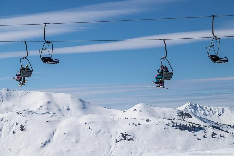 Teleféricos de esqui no inverno