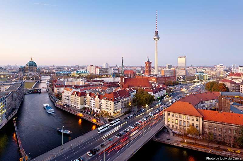 Horizonte de Berlim ao entardecer