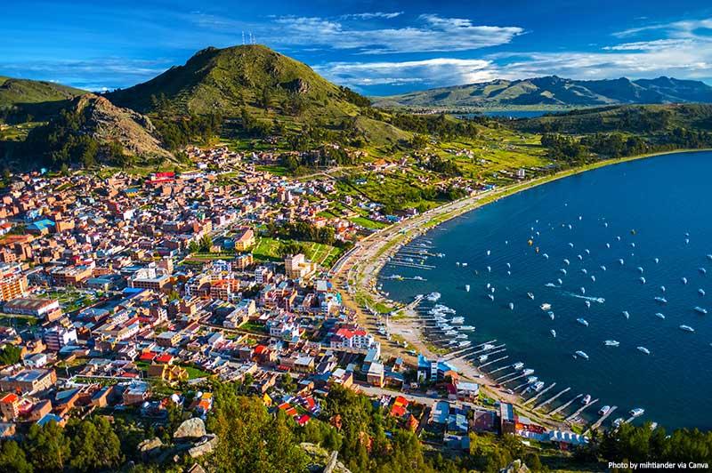 Vista aérea de Copacabana na Bolívia