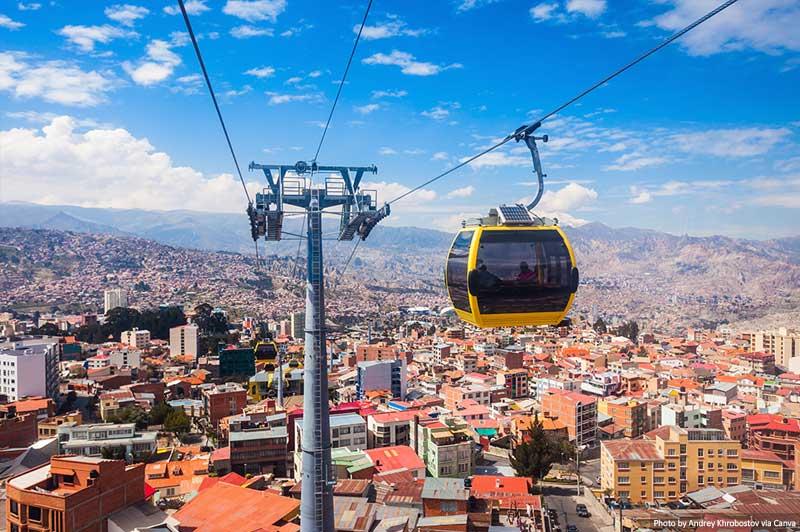 Teleférico e linha do horizonte em La Paz