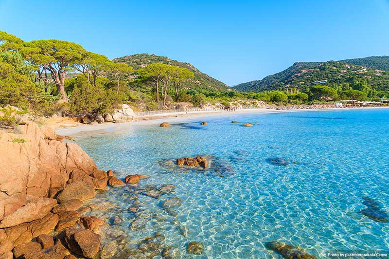 Praia Palombaggia na ilha da Córsega, França