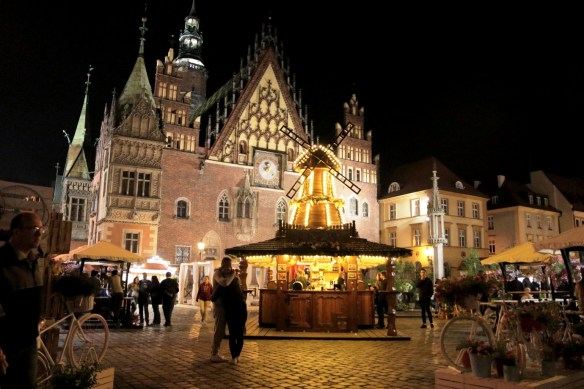 wroclaw photo, wroclaw photograph, poland photo, travel writing len rutledge, market square wroclaw photo
