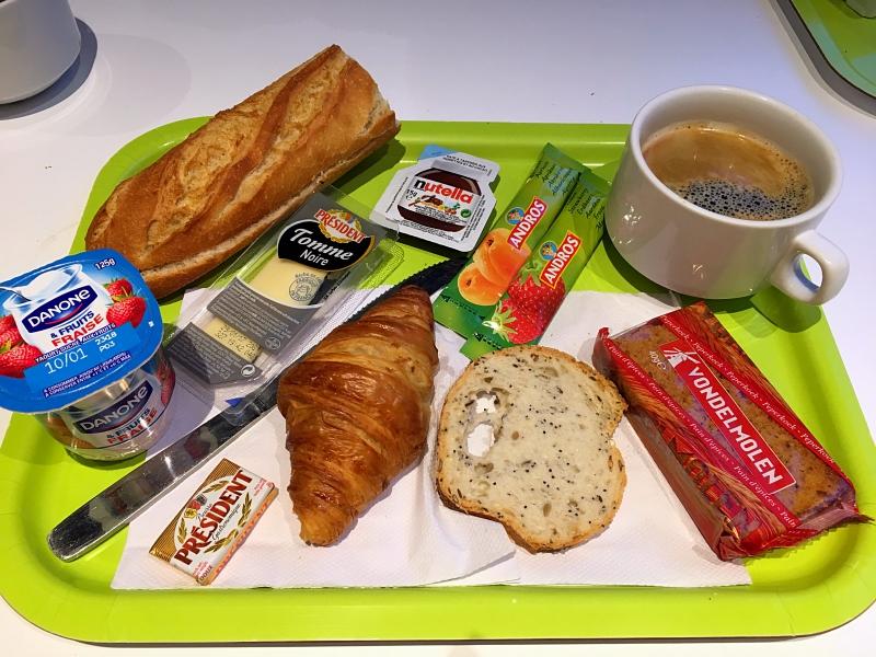 Paryż, śniadanie