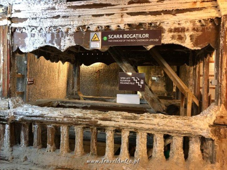 Zejście naniższy poziom kopalni soli wTurdzie