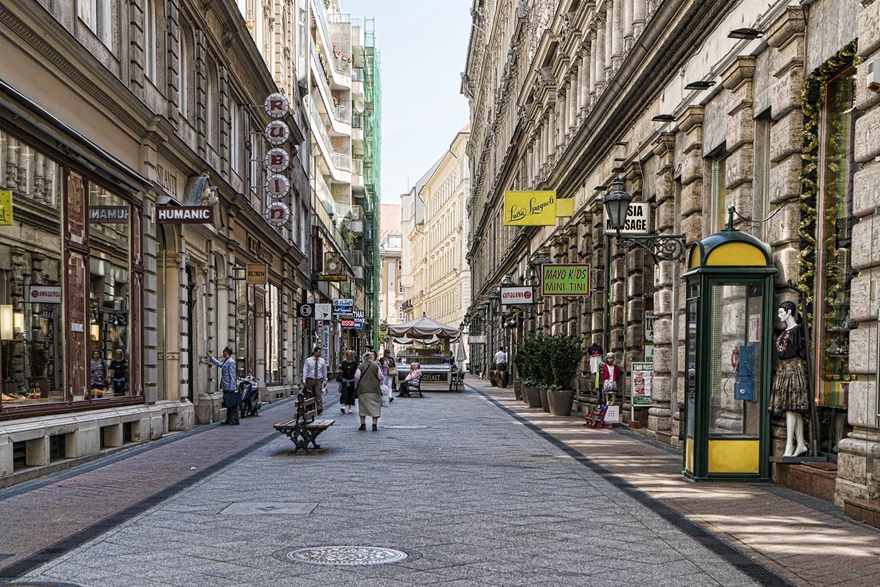 Budapest Street Scene ©Sharon Popek