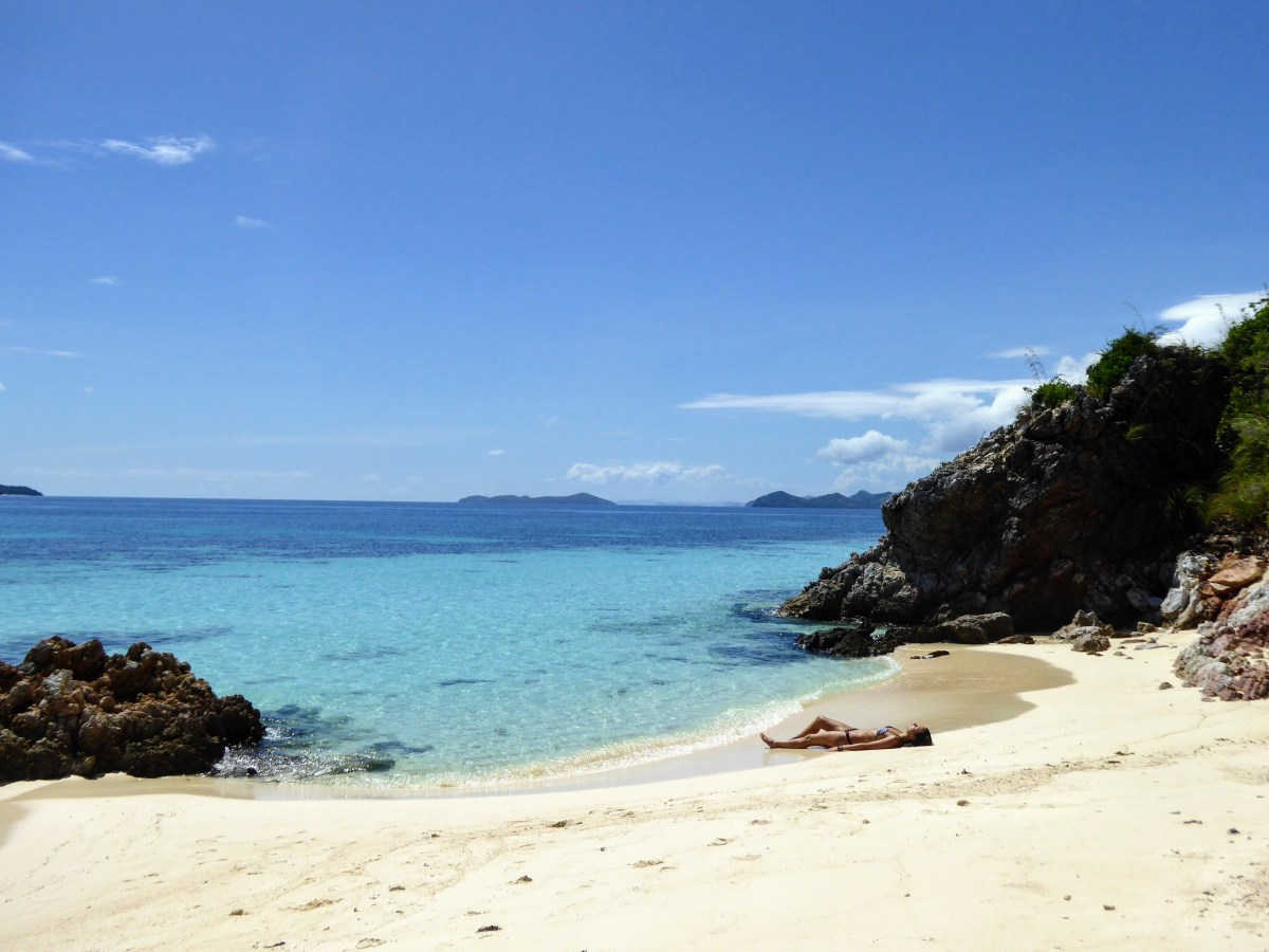 Island Hopping in Coron: Beaches and Snorkeling