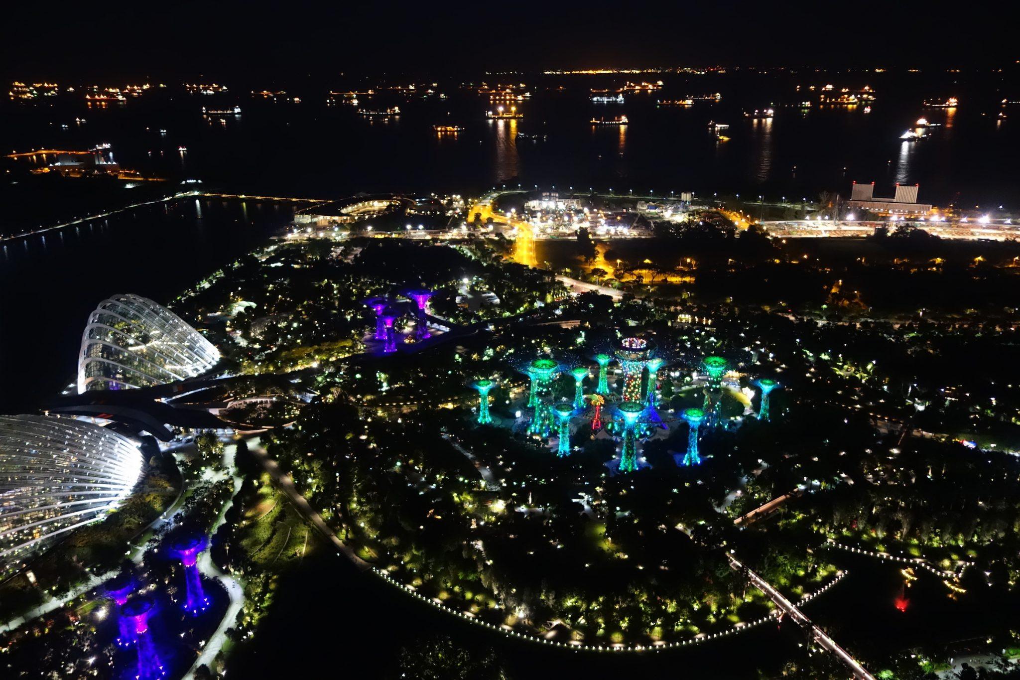 Singapur_MarinaBay_SandsHotel_beiNacht_3_Aussicht