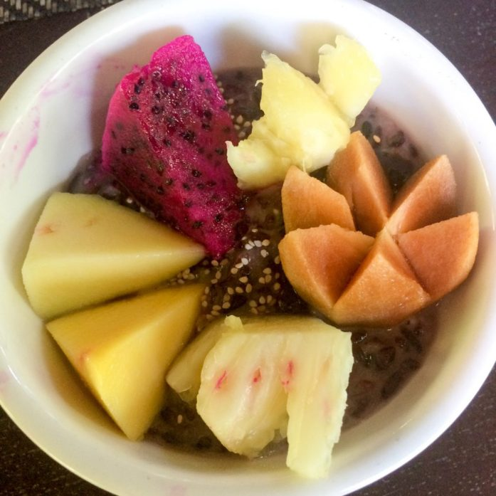 Sticky rice with coconut milk and fruit