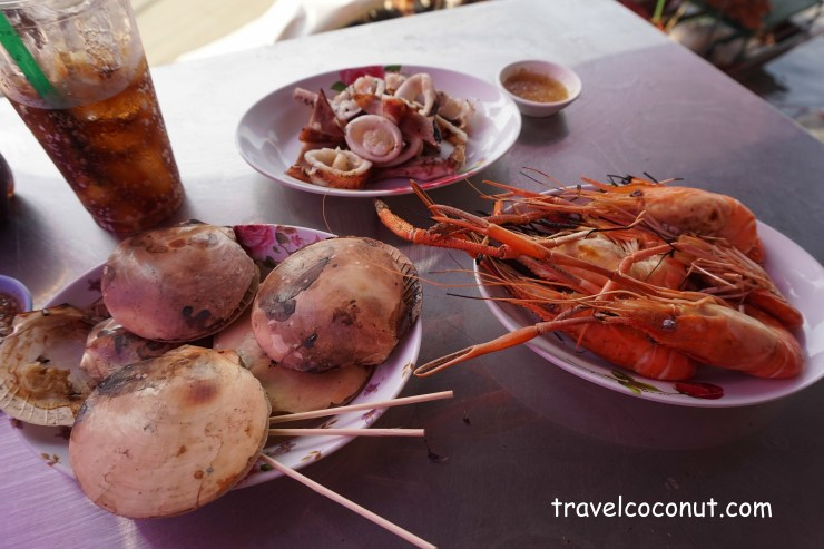Travel Guide to Amphawa Floating Market