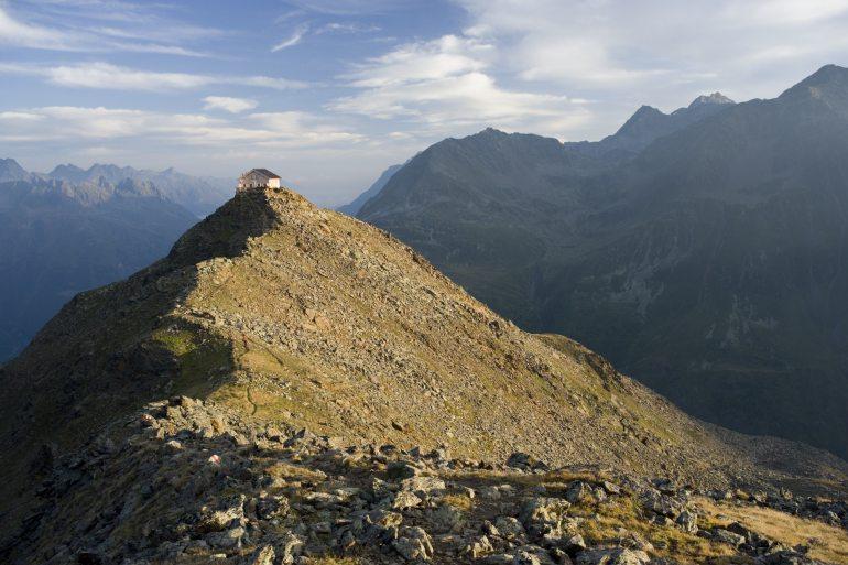 Wanderer am Brunnenkogel, Ötztaler Alpen, Tirol, Österreich.
