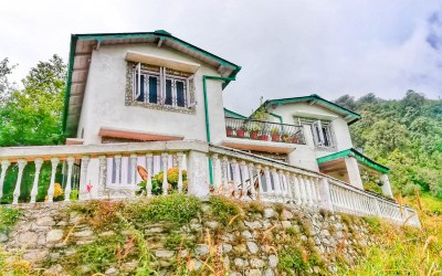 A Perfect Abode in the Lap of Himalayas: The White Peaks